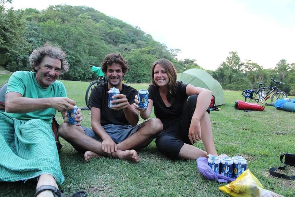 Antonio Amanda Biciclown Cervezas Mosquitos